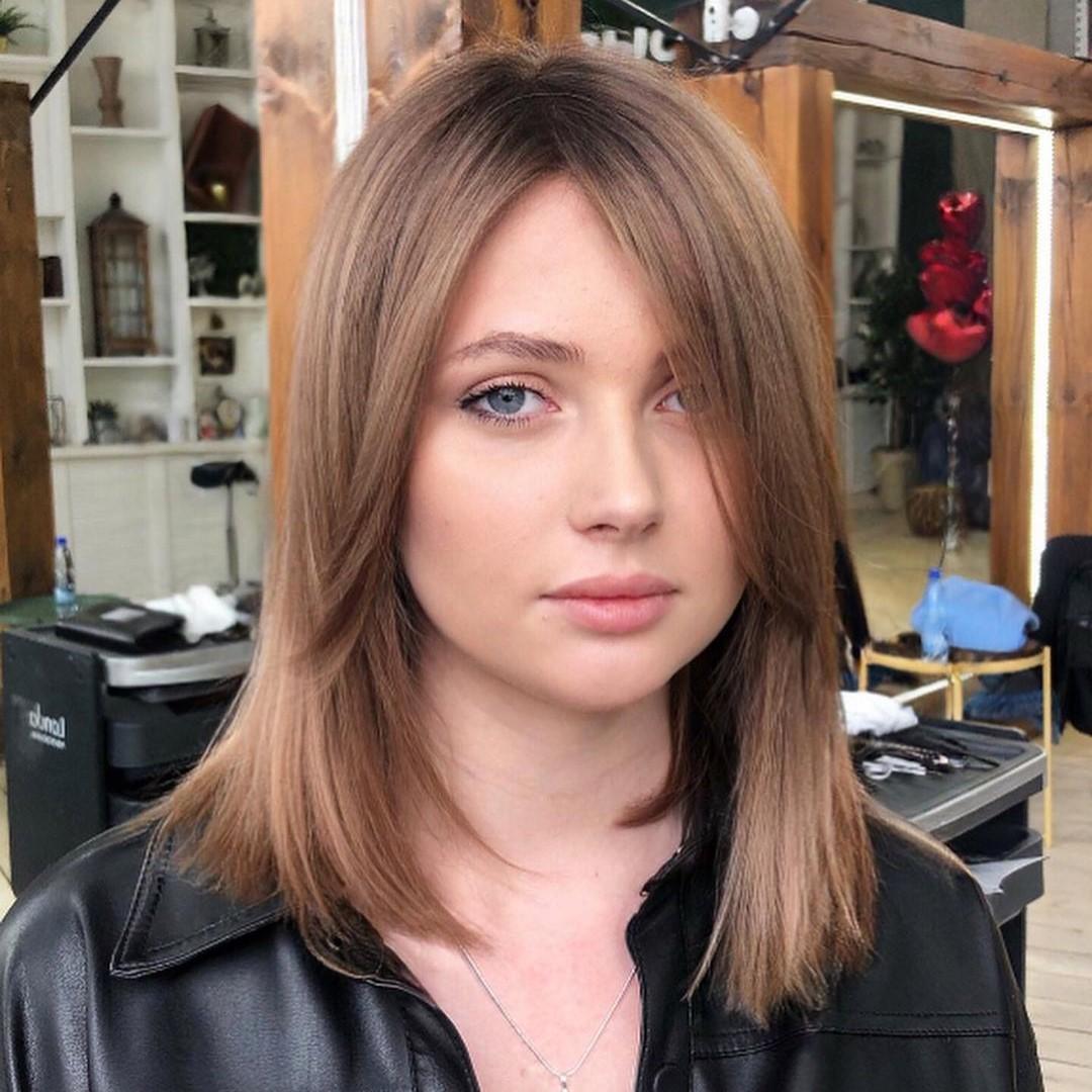 Straight Medium Hairstyle for Women