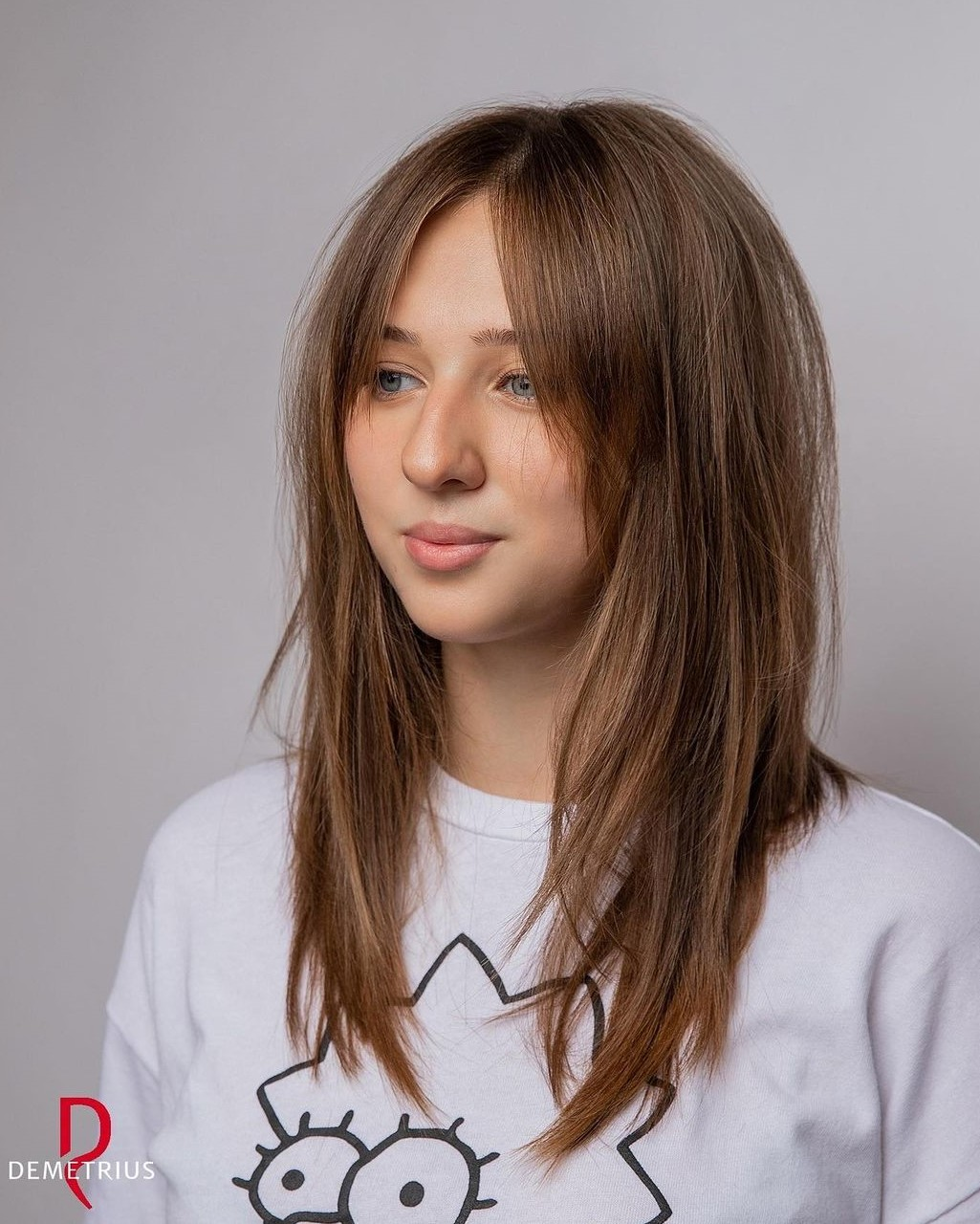 Round Face Haircut with Bangs Parted in the Middle