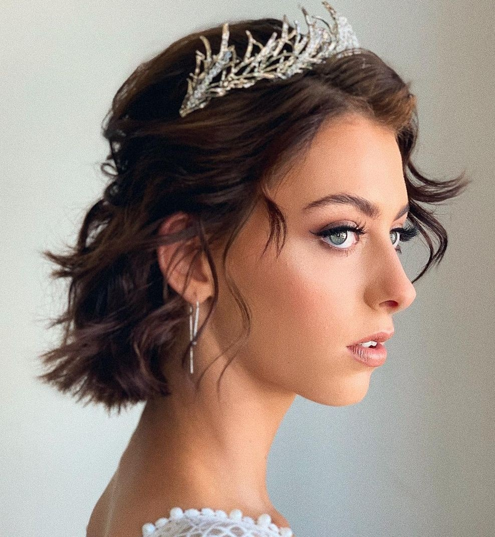 Short Wavy Hairstyle for Wedding