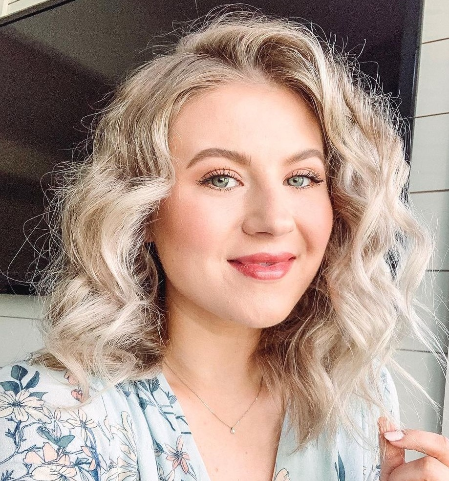 Messy Wavy Hair with a Curling Iron
