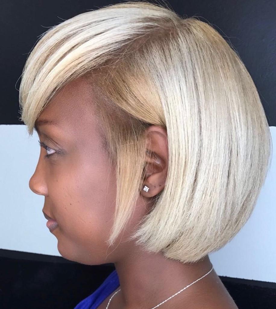 Short Blond Hair for a Dark Skin Tone