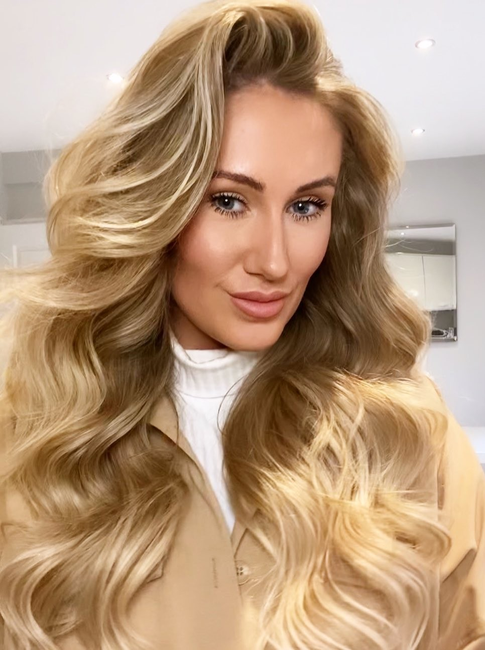 Gorgeous Hollywood Waves for Long Hair