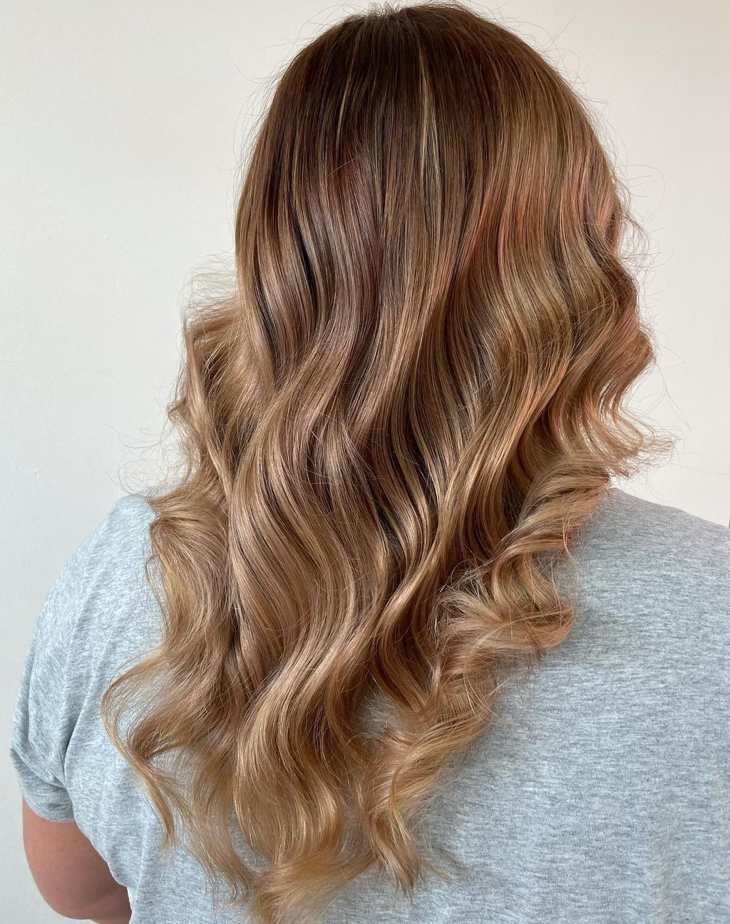 V-Cut with a Subtle Balayage and Curls