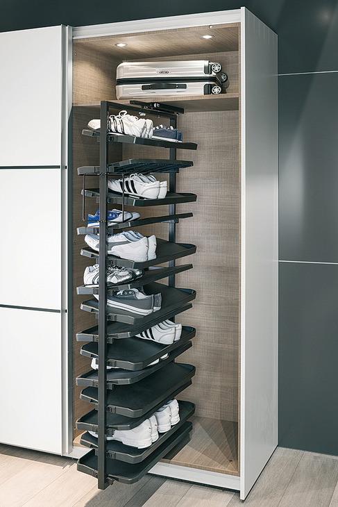 Pull out shoe rack. rotating 180°. for up to 20 or 50 pairs of shoes   online at HÄFELE