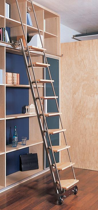 escalera corredera  en la tienda de Hfele en Espaa
