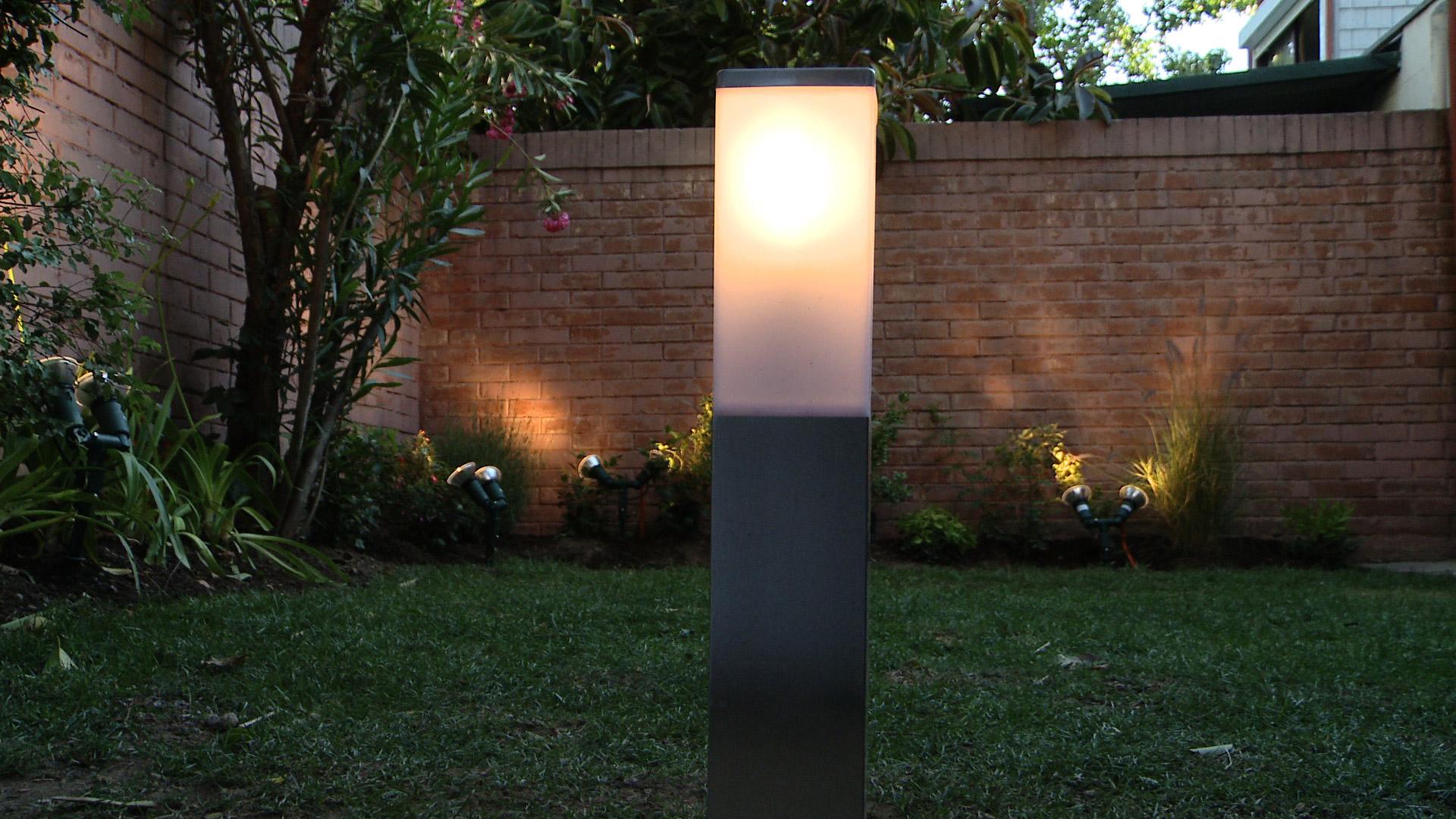 Hgalo Usted Mismo  Cmo instalar luces en el jardn