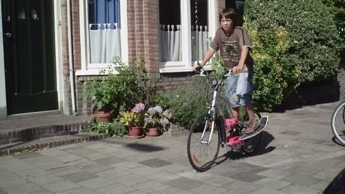 een kruising tussen een fiets en een step of nog meer?