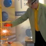 Joachim Hecker lässt Feuer im Wasser brennen