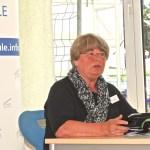Ellen Neuhaus, Vorsitzende des Schulausschusses, überbringt die Grüße der Stadt Hagen