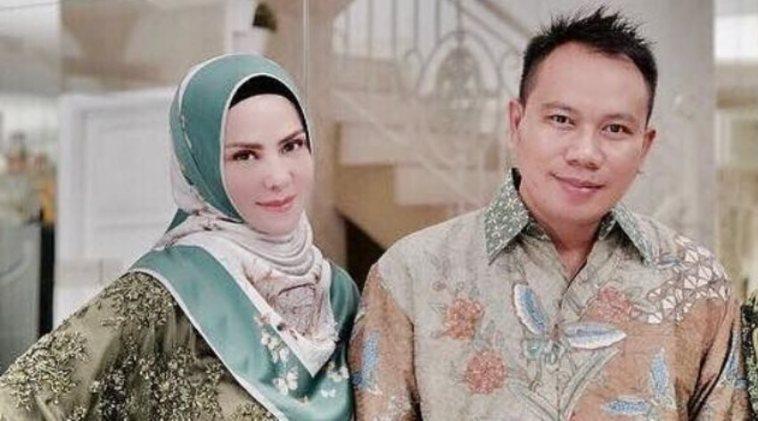 Baru pacaran 2 bulan, Vicky Prasetyo dan Angel Lelga mantap naik pelaminan