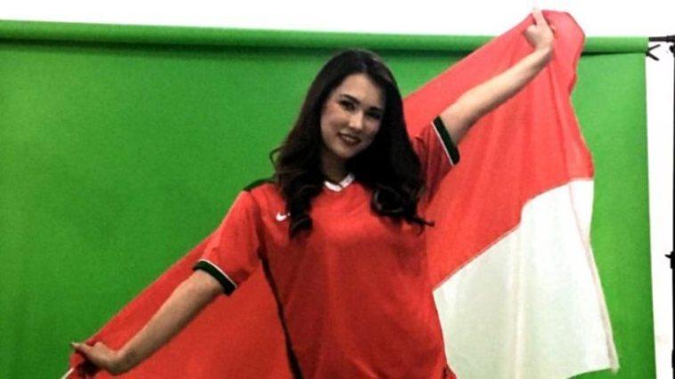 Pakai jersey Timnas, pose menggoda Maria Ozawa bikin heboh netizen