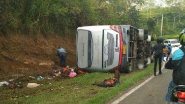 Video detik-detik kepanikan warga usai bus terguling di Tanjakan Emen, banyak korban tergeletak di pinggir jalan