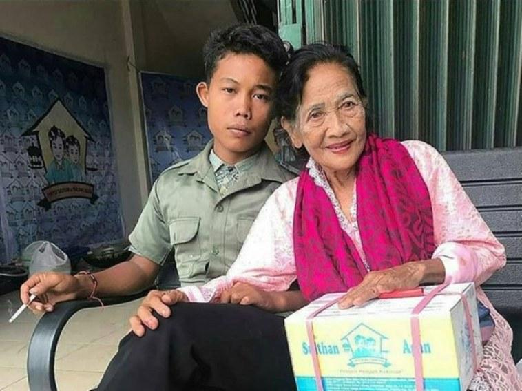Sempat heboh karena menikahi wanita 71 tahun, penampilan Selamet kini bikin netizen debat