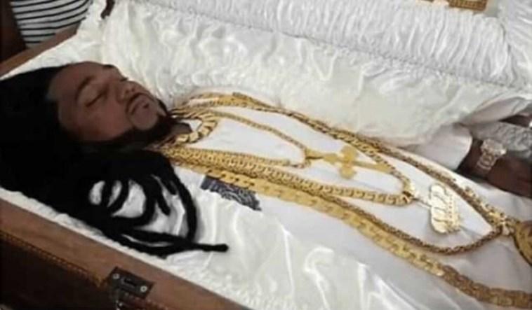 Meninggal dibunuh, sebelum dikremasi jenazah jutawan ini dipakaikan perhiasan emas seharga Rp 1,3 miliar