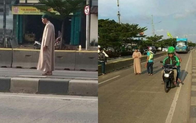 Lakukan gerakan shalat di tengah jalan, yang dilakukan pria ini bikin geger, padahal sampingnya ada masjid!