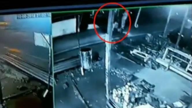 Video viral, pocong tercyduk kamera CCTV, lihat apa yang dilakukannya