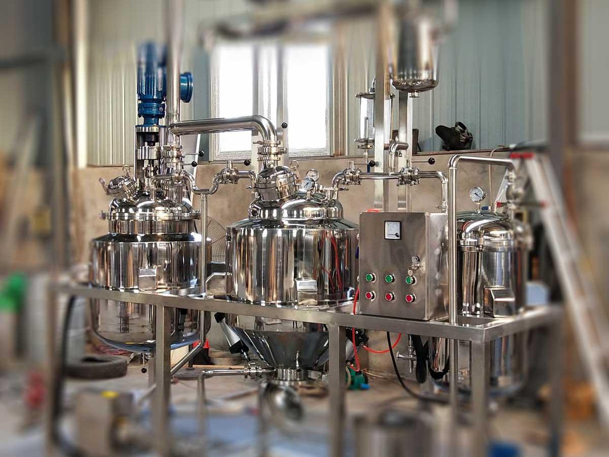 essential oil distillation equipment