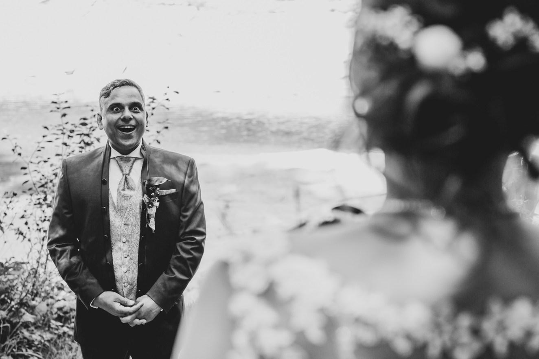 Ich bin überwältigt von meiner hübschen Braut!