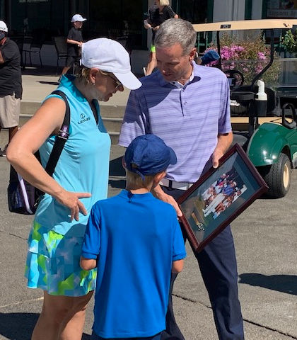 Mike Woods showing  Annika Sörenstam a photo of herself during a previous visit to Haggin Oak in 1996.