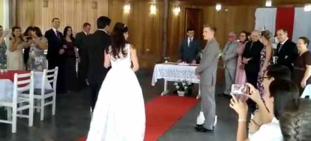Suena audio de gemidos en una boda