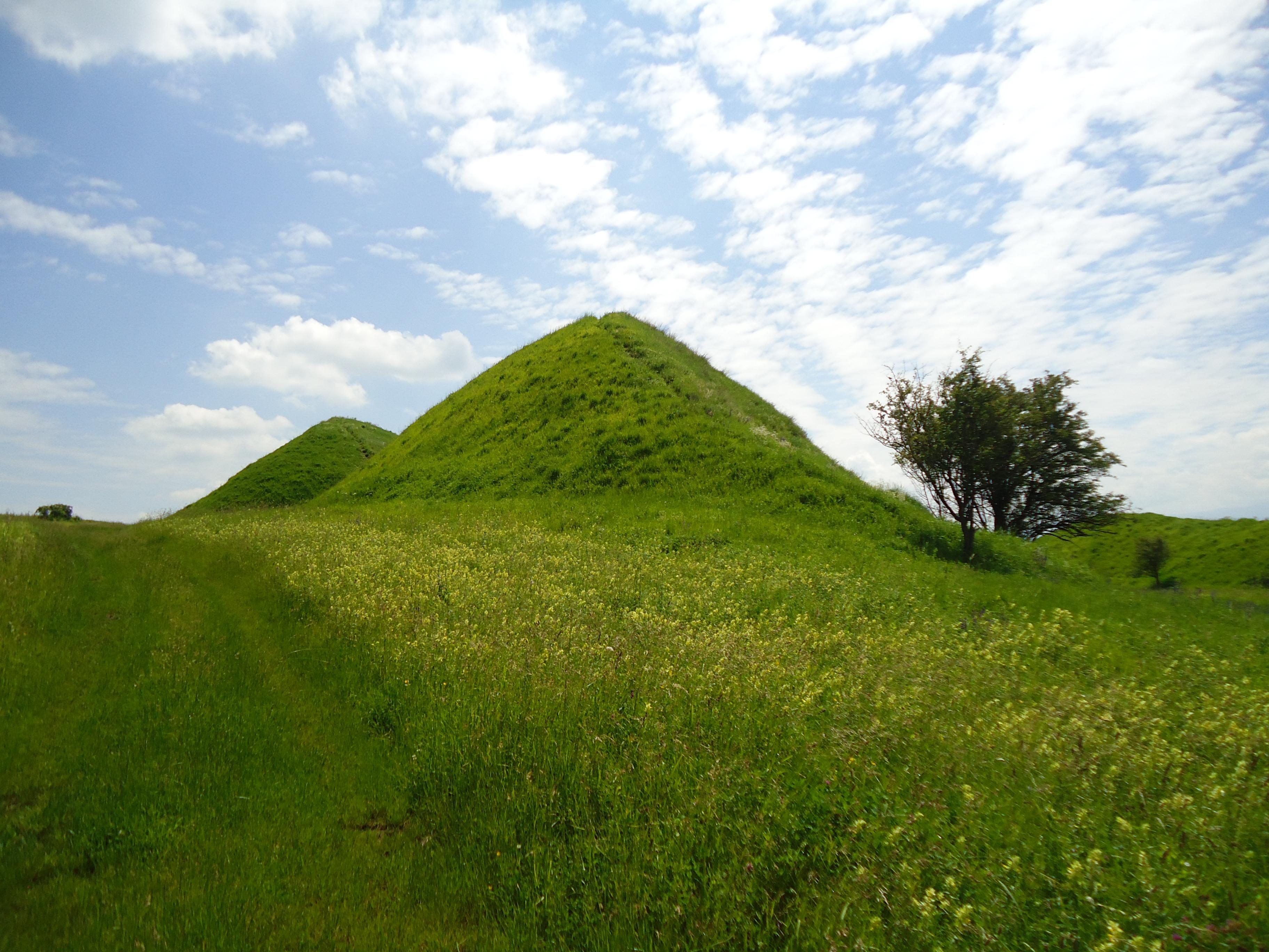 Imagini pentru piramidele de la sona
