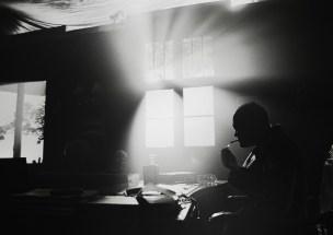 actor_lighting_cigarette