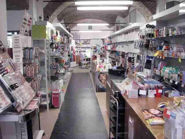 fornitore-parrucchieri-prodotti-per-estetista-ricostruzione-unghie_3