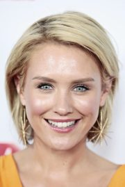 simple short hairstyles women