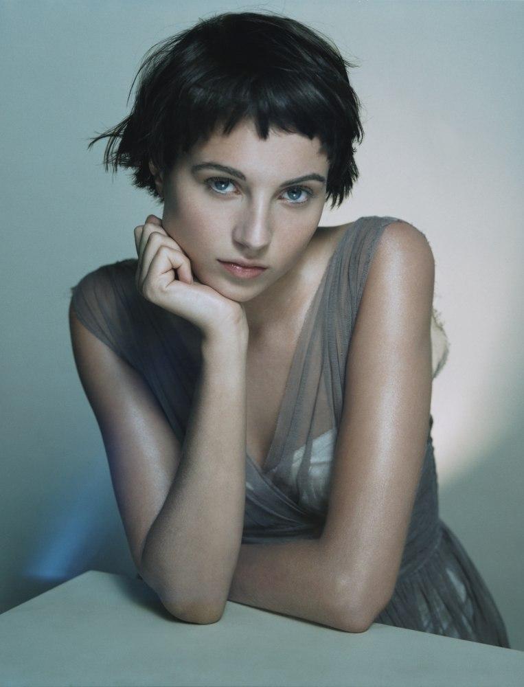 Short Brunette Hair With A Short Rounded Fringe Sophie Byron
