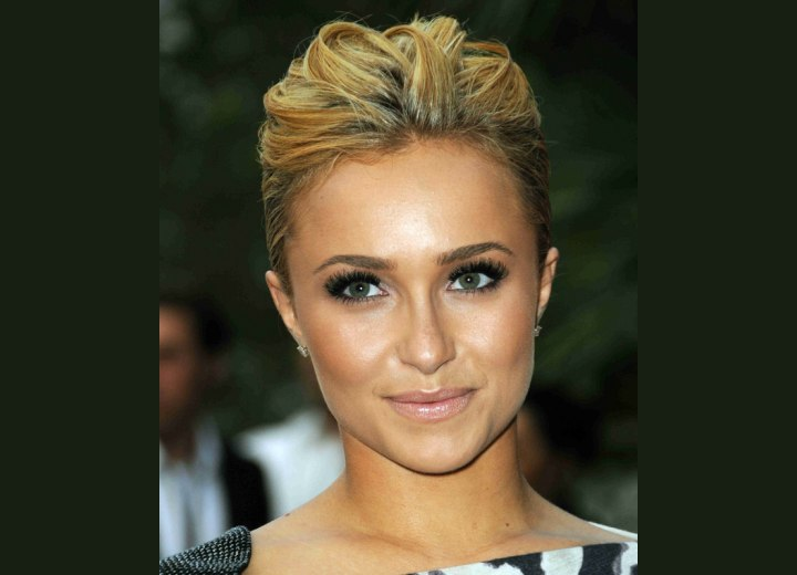 Hayden Panettieres New Short Haircut For An Oval Heart