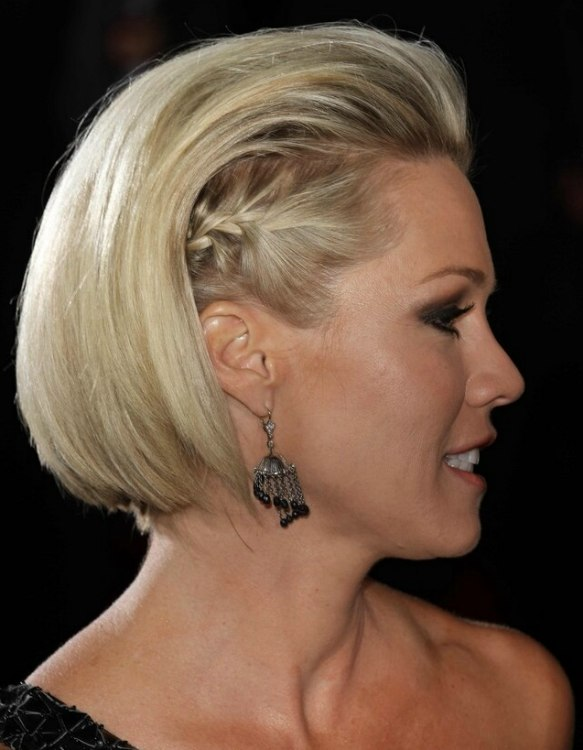 Jennie Garth Wearing Her Short Hair With The Sides Braided