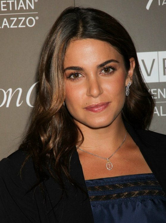 Nikki Reed Long Wavy Hair With Smoothness On Top And