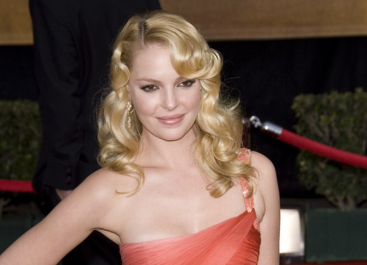 Katherine Heigl wearing her long hair with waves and curled