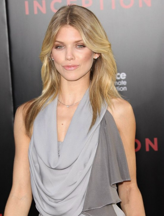 AnnaLynne McCord wearing her long natural blonde hair in a