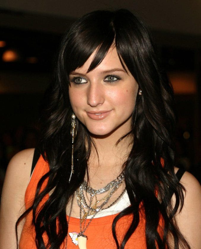 ashlee simpson | very long curled hair with extensions