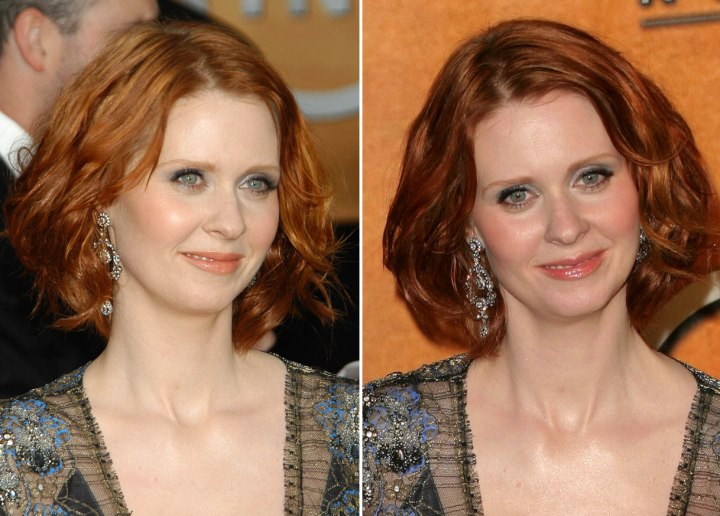 Cynthia Nixon with a semishort hairstyle that covers her