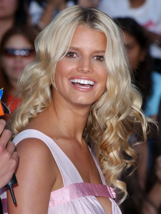 Jessica Simpson  Naturally looking long hair with curls