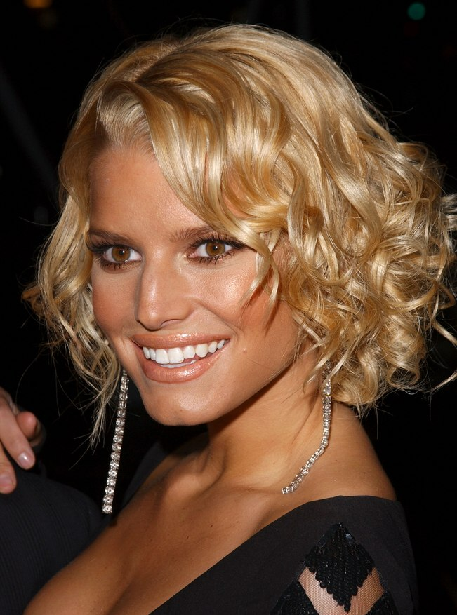 Jessica Simpson With A Short Curled Hairstyle That Shows