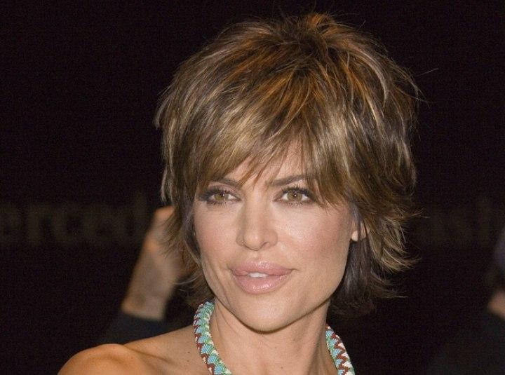 Lisa Rinna Flattering Short Hairstyle