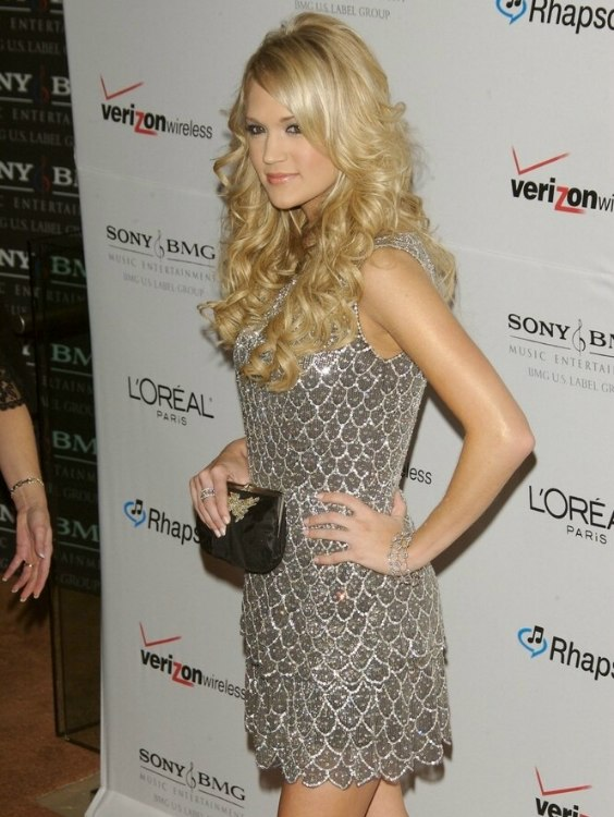 Carrie Underwoods long layered gypsy hairstyle with curls