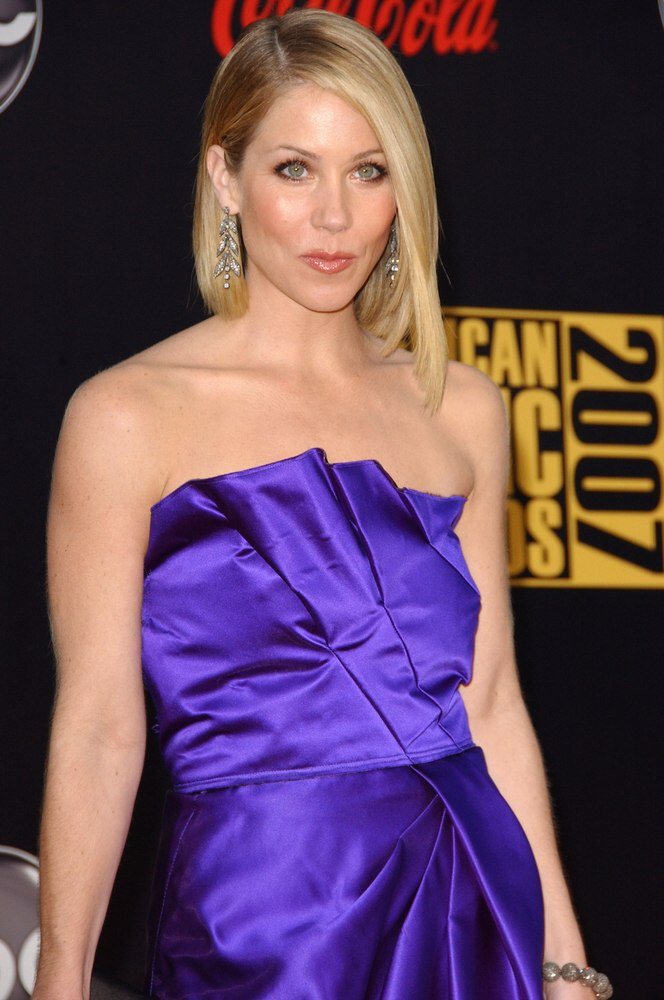 Christina Applegate  Long asymmetrical bob that lengthens from back to front