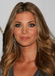amber lancaster's long hairstyle