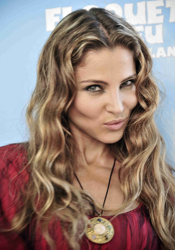 Elsa Pataky Long Hair With Color That Ranges From Pale