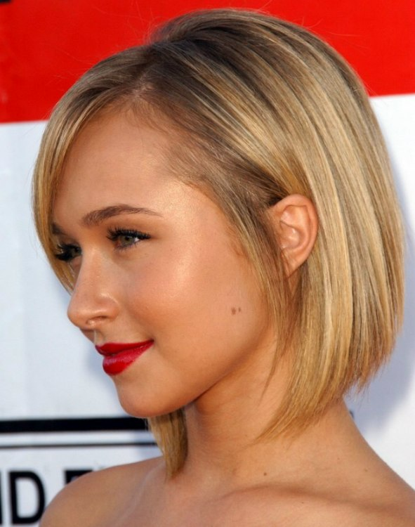 Hayden Panettiere with short hair  Hair cut with a steep angle