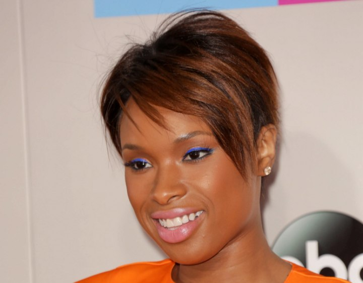 Jennifer Hudson Chic Pixie Hairstyle In A Brown Shade
