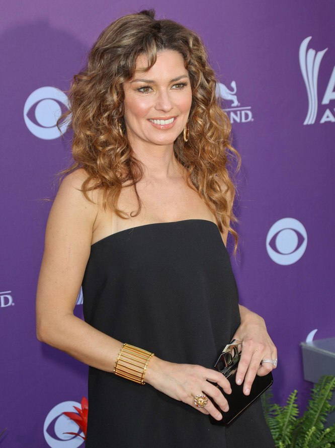 Shania Twain in her late forties  Long hairstyle with natural loose curls and a center opart