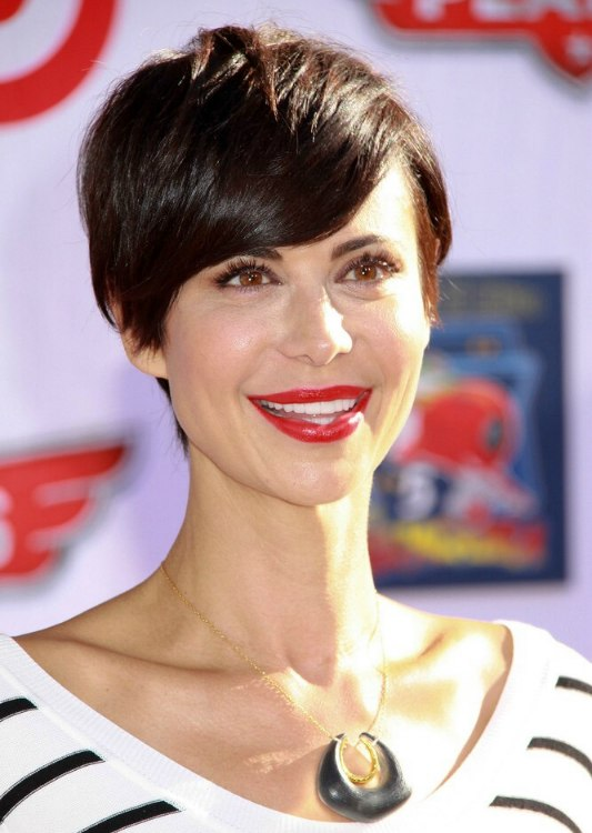 Catherine Bells pixie  New short haircut with a tapered neck and side bangs