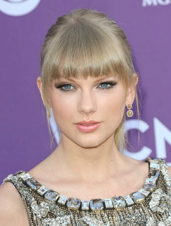 Taylor Swift Hair Slicked Back