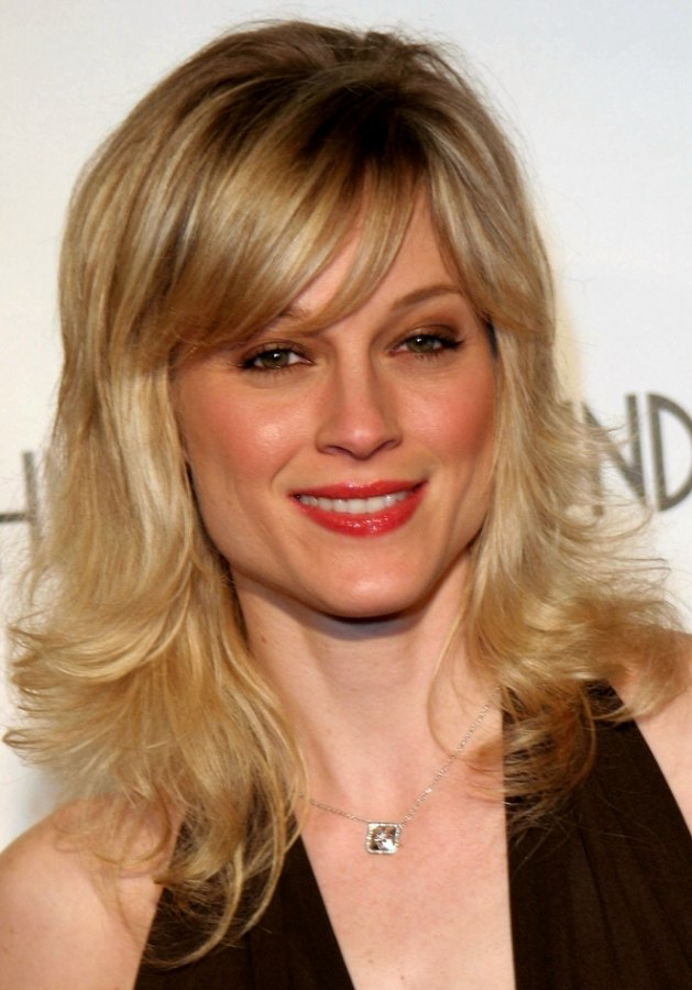 Teri Polo  Bouncy hairstyle with side bangs and light airy curls