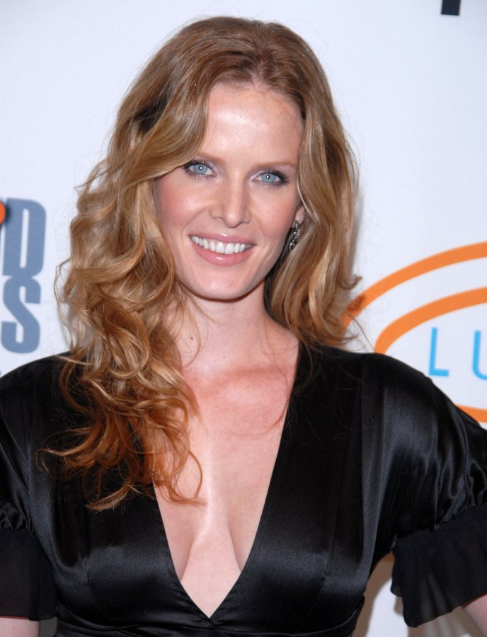 Rebecca Mader Long Healthy And Shiny Hair With Bouncy Curls